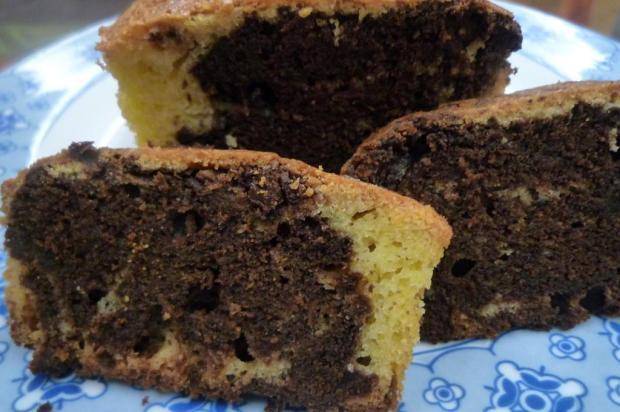Na Cozinha: quer aprender a fazer o bolo mármore sem glúten? Bete Duarte/Agencia RBS