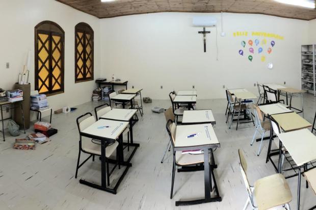 Pais de alunos que foram transferidos para estudar em capela mortuária temem fechamento de escola em Caxias Porthus Junior/Agencia RBS