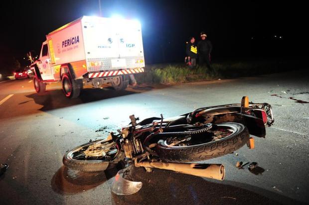 Motociclista morre em acidente com caminhão na saída de Caxias do Sul Porthus Junior/Agencia RBS