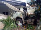 Caminhão da prefeitura invade garagem de casa em Nova Prata Prefeitura de Nova Prata / Divulgação/Divulgação