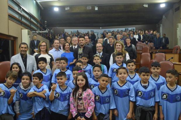Alex Telles recebe Prêmio Caxias do Sul por trabalho social realizado na cidade Clever Moreira/Divulgação