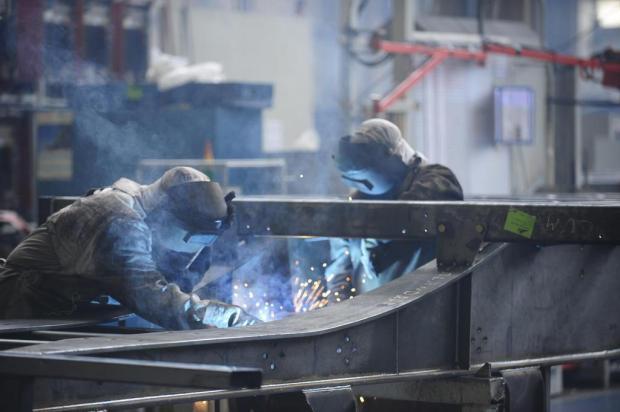 Negociação salarial na mesa dos metalúrgicos de Caxias do Sul Roni Rigon/Agencia RBS