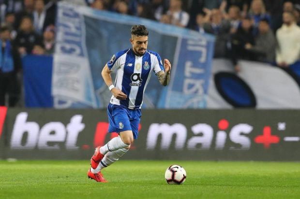 Alex Telles é o convidado do Show dos Esportes nesta quinta-feira Porto/Divulgação