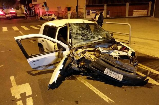 Homem morre após ser arremessado de veículo em choque com poste em Caxias do Sul Polícia Civil/divulgação