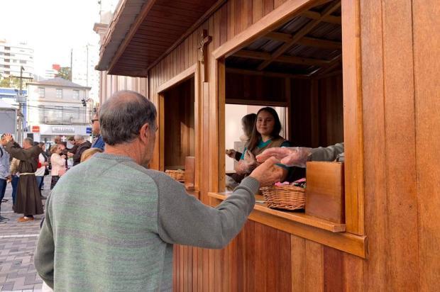 Dia de Santo Antônio, em Bento Gonçalves, tem missa e distribuição do tradicional pãozinho Amdré Fiedler/Agência RBS