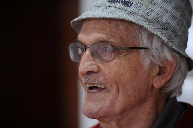 Aposentado há 40 anos, Rosolimbo paga faculdade do neto com dinheiro do benefício Antonio Valiente/Agencia RBS