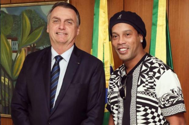 Jair Bolsonaro recebe visita de Ronaldinho Gaúcho Twitter/Reprodução