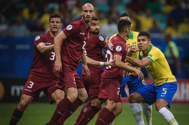 Brasil para na retranca da Venezuela e apenas empata na Bahia Pedro Martins/MowaPress