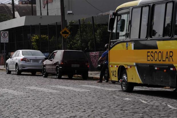 Embarque e desembarque de estudantes na frente de escolas geram problemas em Caxias Antonio Valiente / Agência RBS/Agência RBS