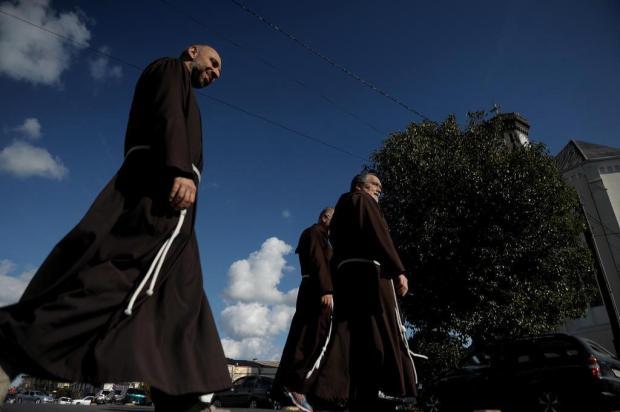 Freis de Roma estão em Flores da Cunha para ouvir relatos que possam levar a beatificação de Salvador Pinzetta Lucas Amorelli/Agencia RBS