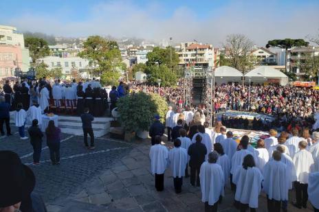 Milhares de pessoas acompanham celebrações de Corpus Christi em Flores da Cunha (Lizie Antonello / Agencia RBS/Agencia RBS)