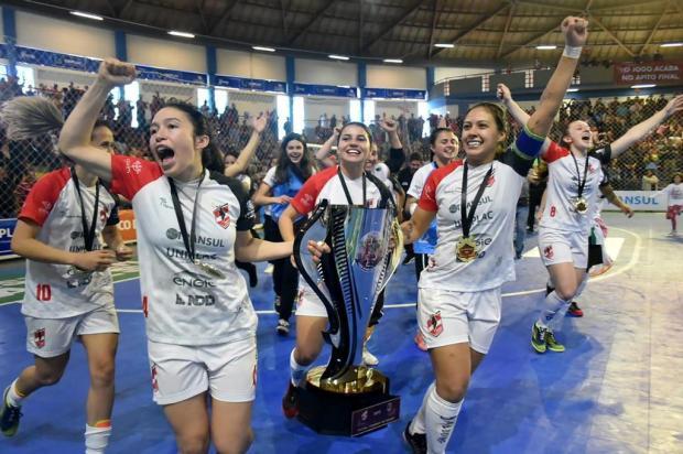 Jogadora caxiense conquista o título mundial de clubes de futsal feminino Fom Conradi/Leoas da Serra
