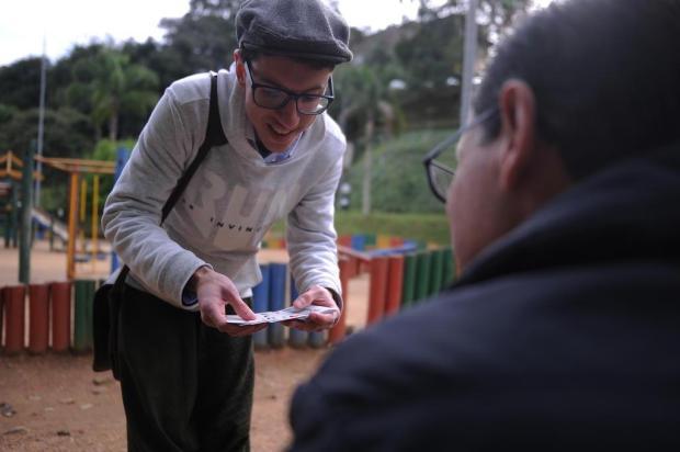 Conheça o jovem caxiense que leva mágica para os parques e para a noite da cidade Marcelo Casagrande/Agencia RBS