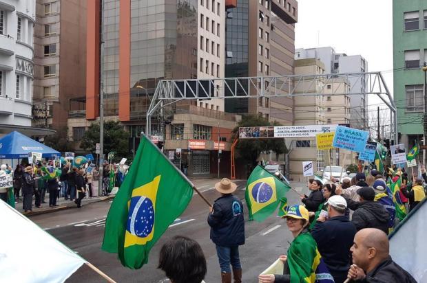 Ato pró-Moro reúne cerca de 100 manifestantes neste domingo, em Caxias do Sul Ronaldo Bueno/Agência RBS