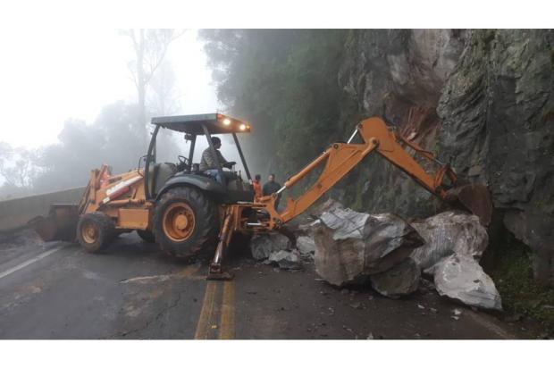Queda de barreira deixa trânsito bloqueado na BR-116, entre Caxias e São Marcos Agência RBS/