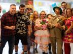 Paulinho Silva e Ane Canevese lideraram típica festa junina com direito a casamento caipira Manu Zatti, divulgação/