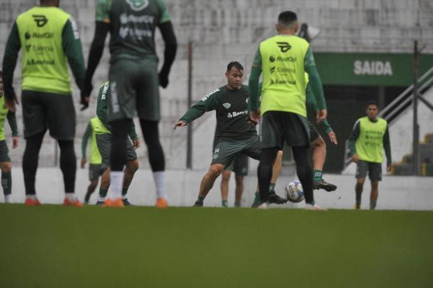 Com Eltinho e Renato Cajá na delegação, Juventude viaja para encarar o Remo Lucas Amorelli/Agencia RBS