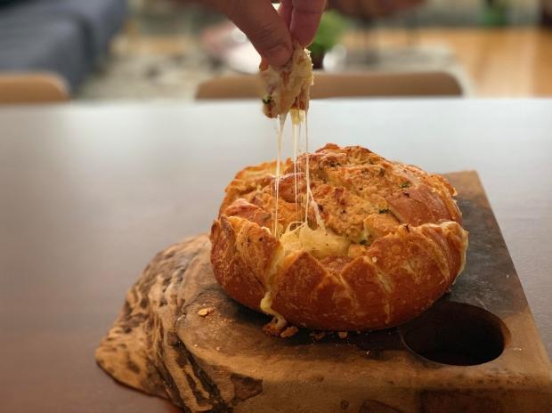 Na Cozinha: receita de hoje é de pão italiano recheado com queijo Destemperados/