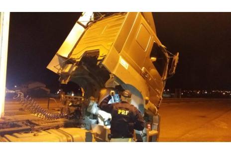 Caminhão clonado que seguia para Caxias é apreendido na BR-116, em Vacaria (Polícia Rodoviária Federal / Divulgação/Divulgação)