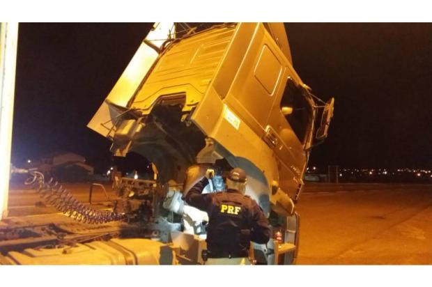 Caminhão clonado que seguia para Caxias é apreendido na BR-116, em Vacaria Polícia Rodoviária Federal / Divulgação/Divulgação