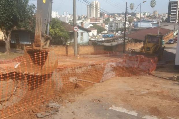 Atenção, motoristas: obra deixa trânsito bloqueado na Dr. Montaury, em Caxias do Sul Marcelo Passarella/Gaúcha Serra