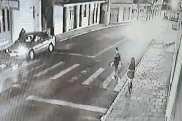 VÍDEO: Após atropelamento na faixa de segurança, moradores pedem mais sinalização em Bento Gonçalves Reprodução/