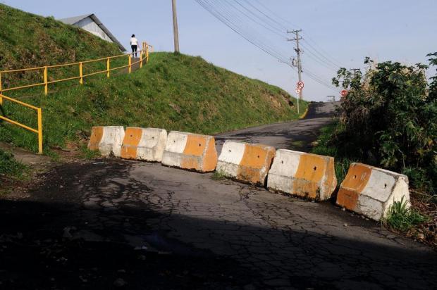 Moradores do Cristo Redentor pedem desbloqueio de rua para ingressar na BR-116 em Caxias Antonio Valiente/Agencia RBS