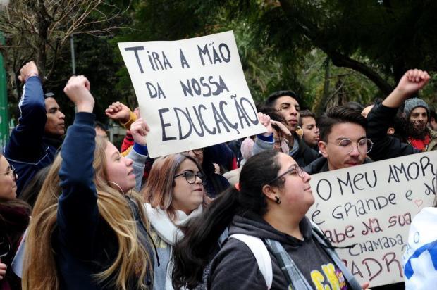 Entidades protestam contra cortes de verbas na educação em Caxias Antonio Valiente/Agencia RBS