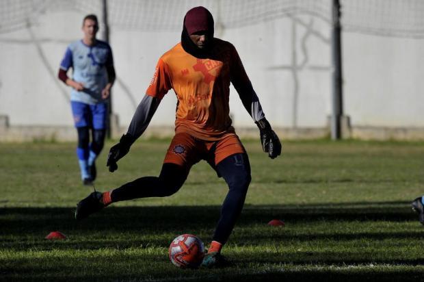 Após duas temporadas, goleiro ganha chance como titular do Caxias Lucas Amorelli/Agencia RBS