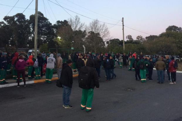 Sindicato protesta em frente à Codeca contra demissão de funcionários em Caxias André Fiedler/Divulgação