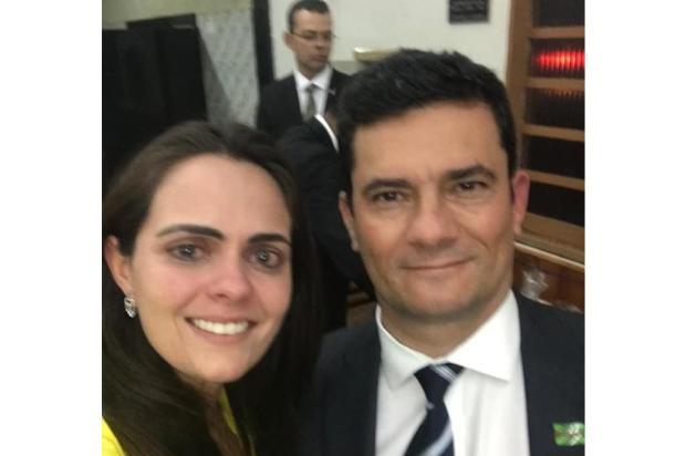 CC de Bolsonaro chora ao conhecer pessoalmente Sergio Moro  Facebook / Reprodução/Reprodução