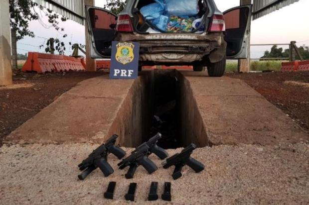 Duas mulheres de Caxias são presas no Paraná com cinco pistolas escondidas em para-choque Agência PRF/Divulgação