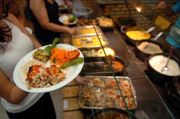 Almoço por quilo já não é tão acessível Guto Kuerten/Agencia RBS