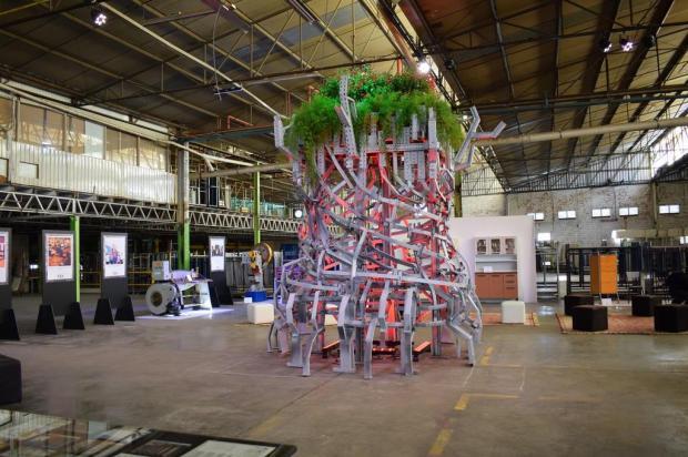 Escultura de sucata de aço marca os 50 anos de empresa de Bento Caroline Werner/divulgação