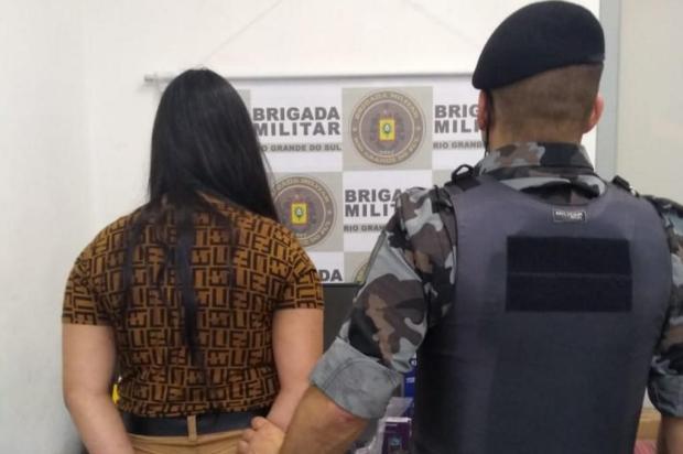 Jovem de 21 anos é presa em flagrante por receptação de mercadorias furtadas de caminhão em Caxias Brigada Militar/Divulgação