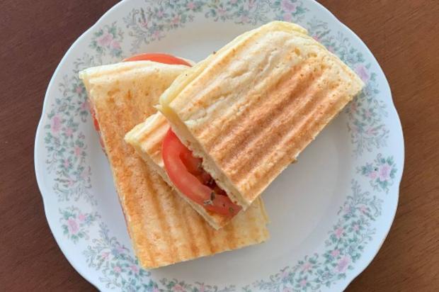 Na Cozinha: sem ideias para o lanche? Experimente esse pão de queijo na torradeira Lela Zaniol / Destemperados/Destemperados