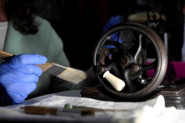 Pano, cera e pincel: saiba como as peças de museus são higienizadas Lucas Amorelli/Agencia RBS