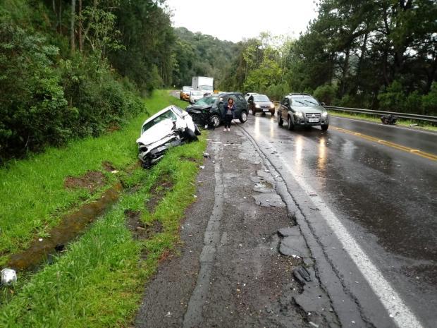Carro e caminhonete batem de frente e deixam três feridos em Caxias do Sul Divulgação / PRE/PRE