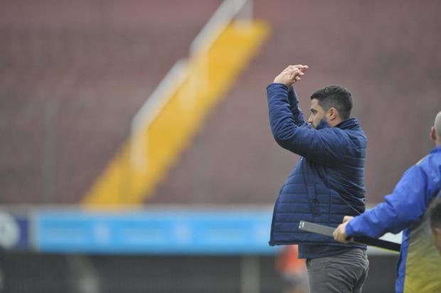 """""""Eu quero que o Caxias aprenda a sofrer para buscar as vitórias no futuro"""", diz técnico Lacerda Lucas Amorelli/Agencia RBS"""