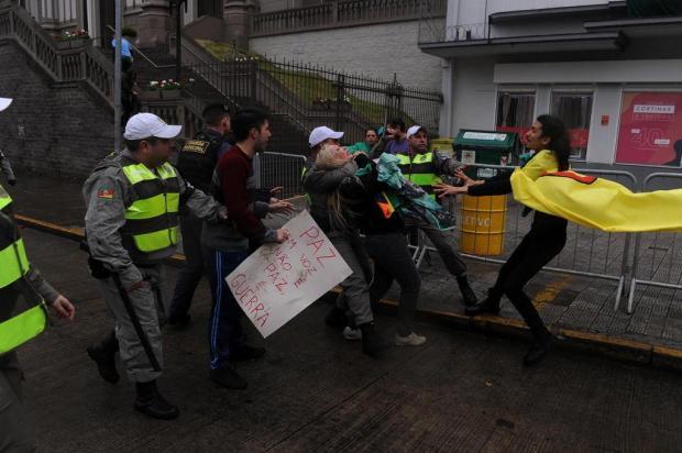 """""""Levaram presa apenas a travesti"""", aponta envolvida em briga após o desfile cívico de Caxias do Sul marcelo Casagrande/Agencia RBS"""