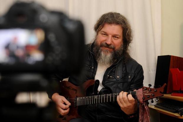 Vivendo de música: Marcos De Ros investe em canal no YouTube e em cursos online Antonio Valiente/Agencia RBS