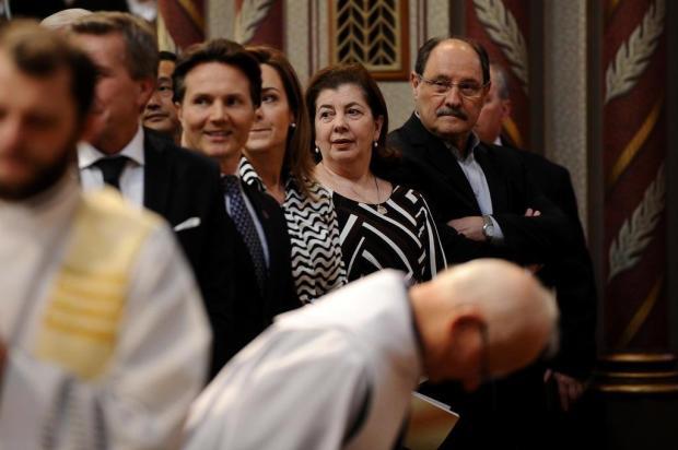Adversários políticos dividem o mesmo banco na igreja Antonio Valiente/Agencia RBS