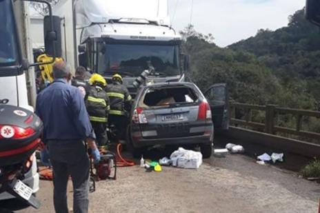 Motociclista que se envolveu em acidente com carro e caminhões segue em estado grave em Caxias (Leonardo Venes da Silva / Divulgação/Divulgação)