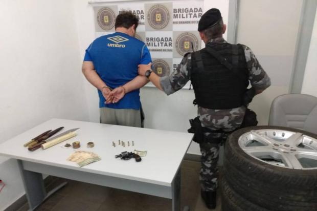 Homem é preso por disparo de arma de fogo e ameaça contra o vizinho em Caxias Brigada Militar  / Divulgação /Divulgação