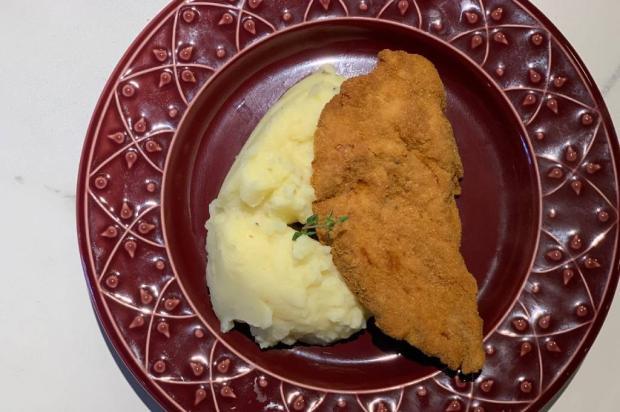Na Cozinha: aprenda a fazer schnitzel, o famoso bife à milanesa alemão Destemperados/