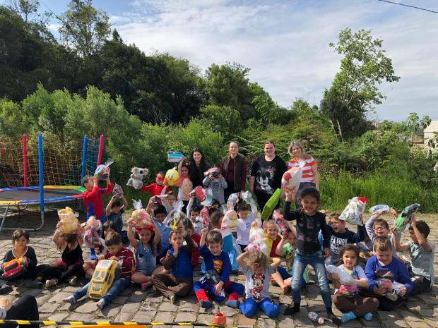 Ação em Bento Gonçalves arrecada doces e brinquedos para o Dia das Crianças divulgação/