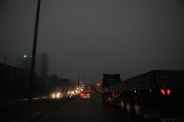 Noite em pleno dia, granizo e temporal atingem Caxias do Sul e região Lucas Amorelli / agência RBS/agência RBS