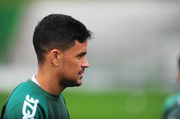 Rafael Bastos treina entre os titulares do Juventude para enfrentar o Naútico Porthus Junior/Agencia RBS