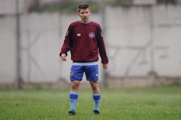 A hora de Marquinhos: volante de 17 anos ganha espaço no meio-campo do Caxias Antonio Valiente/Agencia RBS