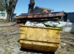 Caixão é descartado em um entulho em Nova Prata Divulgação/